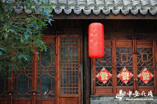 街边古色古香的传统建筑。