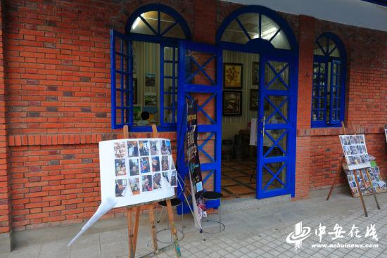 银屏街上的一间文艺画廊。