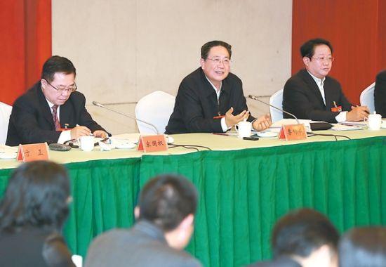 1月17日,省委书记李锦斌来到省十二届人大七次会议合肥代表团,与代表们一起审议《政府工作报告》。徐国康 摄