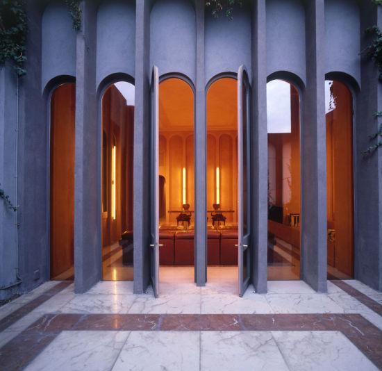 建筑内的设计很现代。(图片来源:boredpanda)