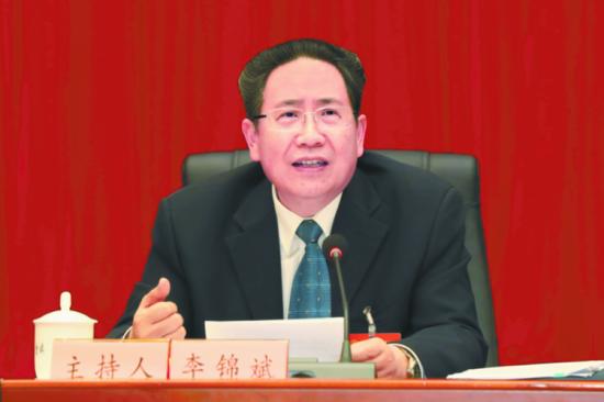 3月5日下午,全国人大代表、省委书记、省人大常委会主任李锦斌与代表们一起审议《政府工作报告》。本报记者徐国康摄
