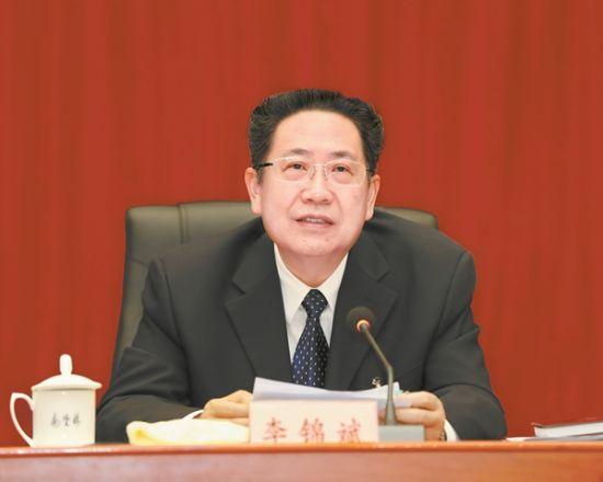 3月9日,全国人大代表、省委书记、省人大常委会主任李锦斌在安徽代表团全体会议上,与代表们一起审议全国人大常委会工作报告。记者 徐国康 摄