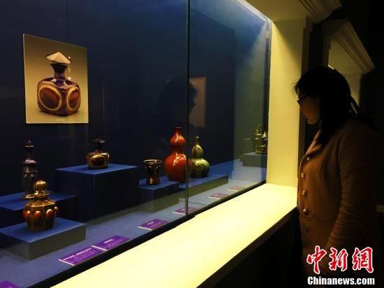 """""""玻璃攸华 旷世良工――欧洲玻璃艺术珍品展""""3月10日在安徽博物院正式对外开放。此次展览共展出200余件欧洲古代至20世纪初的玻璃艺术精品。"""
