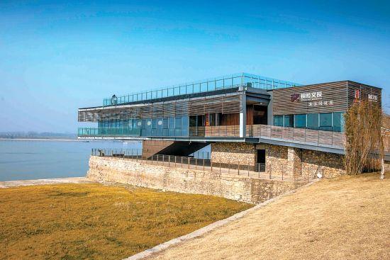 旧码头改造的铜陵市滨江阅读点。