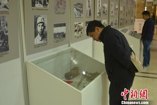 3月29日,安徽抗战十四年历史及文物展在安徽省图书馆举办。 郝嘉奇 摄