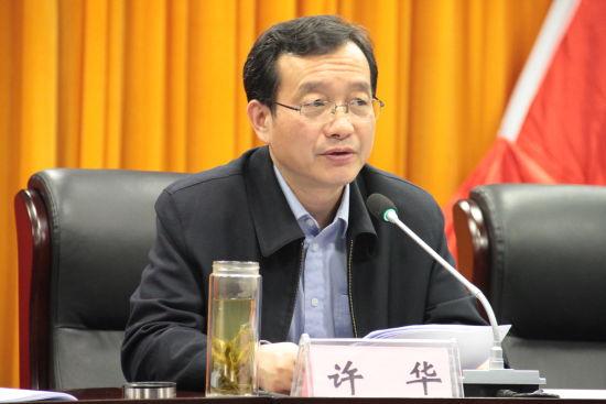 4月1日,长丰县委书记许华在该县实施城乡环卫一体化工程动员部署大会上讲话。刘浩 摄