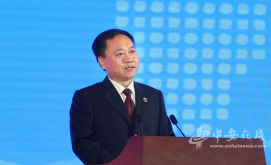安徽省人民政府省长李国英主持开幕式。