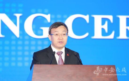 商务部副部长王受文致辞。