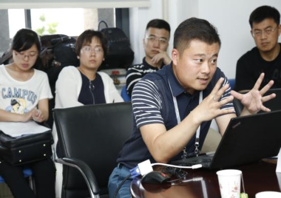 刘杨_刘杨在第四届全球创新创业会议分论坛发表演讲_中新网_安徽新闻