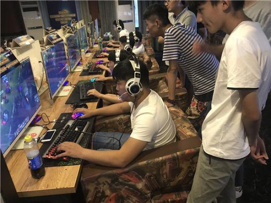 安徽省第一届电子竞技锦标赛城市赛即将开赛_蛇板滑雪图片