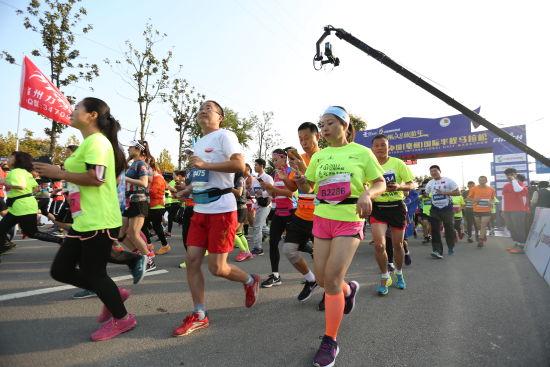 中国(亳州)国际半程马拉松开跑 跑友yao跑中国首个养生马拉松