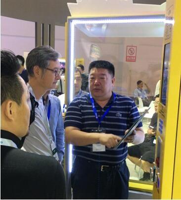 上海弹夹式金码自动售货机亮相中国无人店展达人情趣e大台湾图片