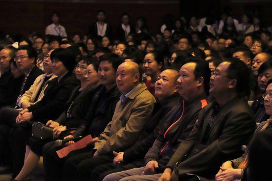 现场观众认真欣赏聆听 聂童摄