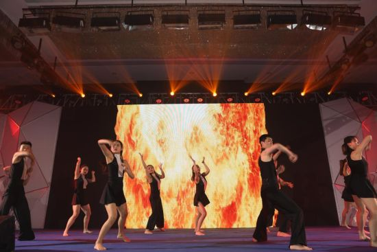 舞蹈《水与火》