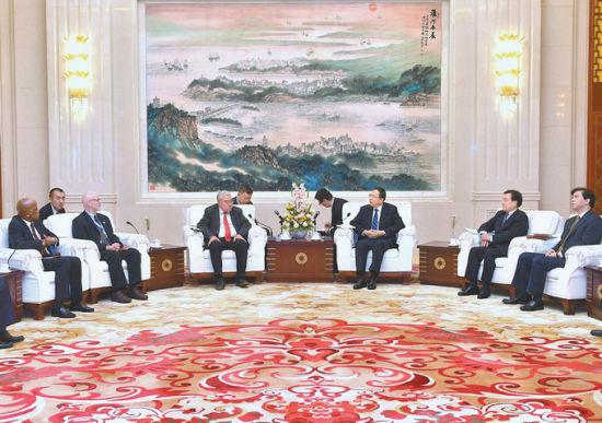 5月31日上午,省委书记李锦斌在合肥稻香楼宾馆亲切会见世界左翼政党干部考察团部分成员。程兆 摄