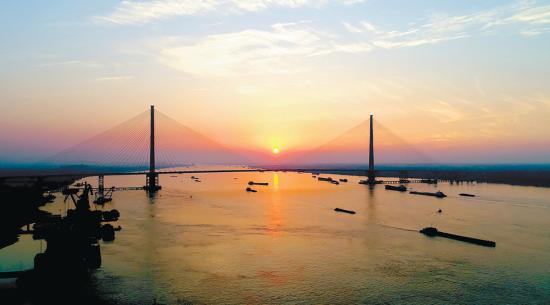 2017年12月17日,即将通车的芜湖长江二桥雄姿