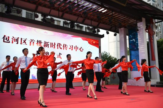 万年埠街道新时代传习中心展示文艺传习。李文琦 摄