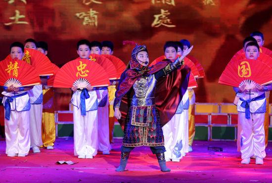 6月12日,安徽省全椒县第二实验小学学生在诵读《满江红》。 (1)