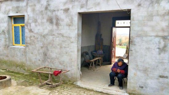 图为霍邱县岔路镇元圩村贫困户改造后的房屋(资料图)