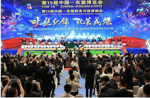 国礼《华泰尊》亮相第十五届中国—东盟博览会开幕现场