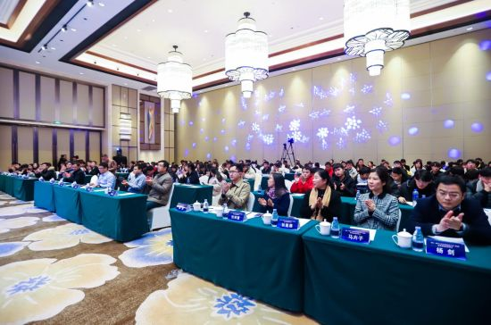 政府领导、京东代表、大赛专家评委及参赛选手等共襄盛举