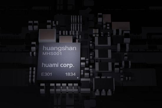 2018年9月,华米科技正式发布黄山1号芯片,这也是全球首款专门针对智能可穿戴设备的 AI 芯片。