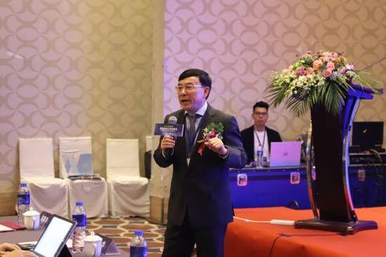 中国整形美容协会微创与皮肤分会微针专业委员会副主任委员   李大铁教授现场授课