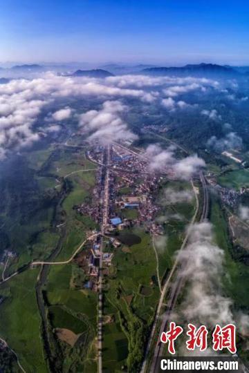 池州市青阳县陵阳镇的航拍图。王帆 摄