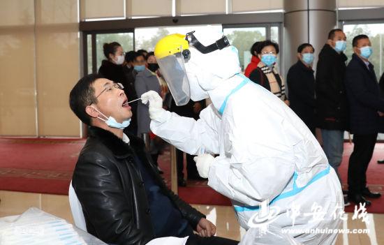 省人大代表进行核酸检测