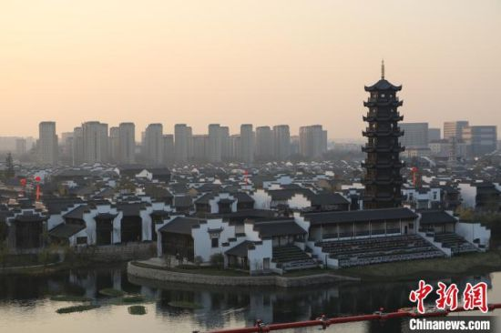 中(zhong)��(guo)旅游特(te)色小(xiao)��l展大(da)��在安徽(hui)�湖�e行