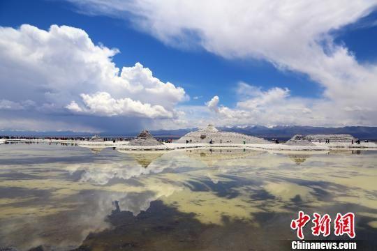 """中国版""""天空之镜""""2017年游客接待量破百万"""