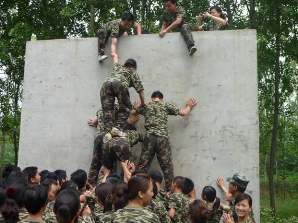 军事夏令营好吗  有哪些夏令营培训机构_WWW.028NB.COM