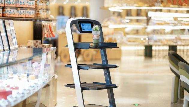 普渡送餐机械人上岗乐投体育注册深圳最大的烘焙坊ANGSI昂司
